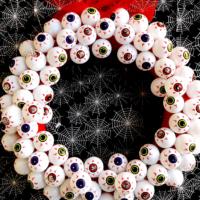 """Always Watching"" Easy Eyeball Halloween Wreath"