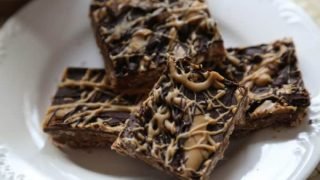 Super EASY Chocolate No Bake Bars Recipe the entire family will love!